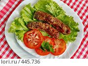 Купить «Колбаски-гриль на листьях салата», фото № 445736, снято 15 мая 2005 г. (c) Ольга Дроздова / Фотобанк Лори
