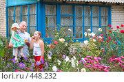 Купить «Дедушка с внучками в саду», фото № 448232, снято 23 августа 2008 г. (c) Майя Крученкова / Фотобанк Лори