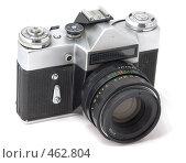 Купить «Старая 35 мм аналоговая зеркальная фотокамера без логотипа», фото № 462804, снято 16 сентября 2008 г. (c) Дмитрий Боев / Фотобанк Лори