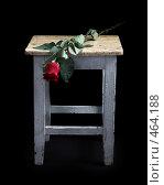 Купить «Красная роза на старой табуретке», фото № 464188, снято 25 февраля 2008 г. (c) hunta / Фотобанк Лори