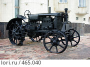Купить «Старинный трактор, город Белгород», фото № 465040, снято 17 сентября 2008 г. (c) Саломатников Владимир / Фотобанк Лори
