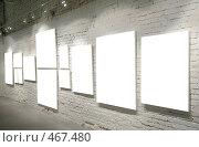 Купить «Белые плакаты на стене», фото № 467480, снято 18 января 2020 г. (c) Losevsky Pavel / Фотобанк Лори