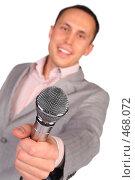 Купить «Мужчина протягивает микрофон», фото № 468072, снято 19 сентября 2018 г. (c) Losevsky Pavel / Фотобанк Лори