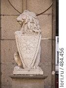 Купить «Геральдический лев со щитом у здания по адресу Мясницкая, дом 15», фото № 484456, снято 25 сентября 2008 г. (c) Эдуард Межерицкий / Фотобанк Лори