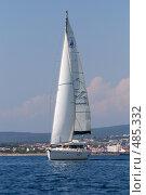 Купить «Океанская крейсерская парусно моторная яхта Аксиния, курорт Геленджик», фото № 485332, снято 20 февраля 2020 г. (c) Игорь Архипов / Фотобанк Лори