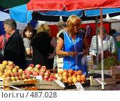 Купить «Рынок выходного дня на Уссурийской улице. Район Гольяново. Москва», эксклюзивное фото № 487028, снято 5 сентября 2008 г. (c) lana1501 / Фотобанк Лори
