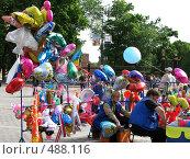 Купить «Продажа воздушных шаров и сувениров. Москва», фото № 488116, снято 9 июня 2008 г. (c) Юлия Подгорная / Фотобанк Лори