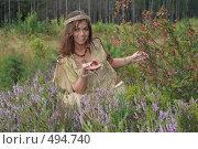 Купить «Женщина держит на ладони красную ягоду», фото № 494740, снято 15 августа 2008 г. (c) Сергей Халадад / Фотобанк Лори