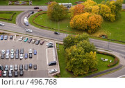 Купить «Автомобильная парковка и дорога», фото № 496768, снято 1 октября 2008 г. (c) Светлана Силецкая / Фотобанк Лори