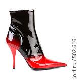 Купить «Красно-черный женский лаковый сапог. Изолировано.», фото № 502616, снято 27 сентября 2007 г. (c) Иван Сазыкин / Фотобанк Лори