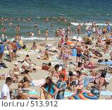Морской пляж в курортный сезон (2008 год). Редакционное фото, фотограф Александр Новиков / Фотобанк Лори