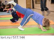 Купить «Девочка занимается гимнастикой», фото № 517144, снято 22 июля 2019 г. (c) Losevsky Pavel / Фотобанк Лори