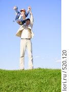 Купить «Мальчик веселится с отцом», фото № 520120, снято 23 августа 2006 г. (c) Андрей Щекалев (AndreyPS) / Фотобанк Лори