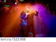 Купить «Зрелая пара танцует вальс», фото № 523908, снято 20 декабря 2007 г. (c) Яна Бондарь / Фотобанк Лори