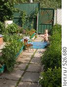 Купить «Ребенок на даче купается», фото № 526680, снято 29 мая 2007 г. (c) Кирилл Савельев / Фотобанк Лори