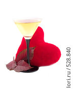 Купить «Вино и красное сердечко», фото № 528840, снято 18 октября 2018 г. (c) Коннов Леонид Петрович / Фотобанк Лори