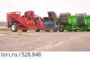Купить «Комбайны», фото № 528848, снято 22 мая 2019 г. (c) Коннов Леонид Петрович / Фотобанк Лори