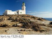 Белый маяк на фоне синего неба. Стоковое фото, фотограф Дмитрий Яковлев / Фотобанк Лори