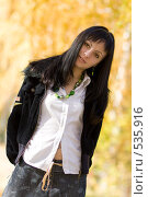 Купить «Молодая девушка брюнетка», фото № 535916, снято 6 октября 2008 г. (c) Рыбин Павел / Фотобанк Лори