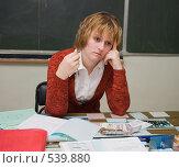 Купить «Уставшая учительница», эксклюзивное фото № 539880, снято 1 ноября 2008 г. (c) Ирина Солошенко / Фотобанк Лори