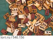 Купить «Буквы и знаки на деревянных пластинках», фото № 540156, снято 23 января 2019 г. (c) Вадим Кондратенков / Фотобанк Лори