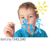 Купить «Мальчик рисует на стекле», фото № 543240, снято 21 октября 2018 г. (c) Losevsky Pavel / Фотобанк Лори