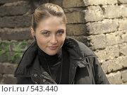 Молодая красивая девушка с наушниками. Стоковое фото, фотограф Vladimir Kolobov / Фотобанк Лори
