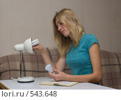 Купить «Замена электрической лампочки», фото № 543648, снято 4 ноября 2008 г. (c) Артем Ефимов / Фотобанк Лори