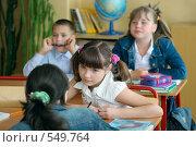 Купить «Школьницы на уроке разговаривают», фото № 549764, снято 24 августа 2008 г. (c) Татьяна Белова / Фотобанк Лори