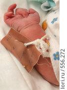 Купить «Рука младенца с биркой из роддома», эксклюзивное фото № 556272, снято 26 января 2020 г. (c) Дмитрий Неумоин / Фотобанк Лори