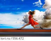 Бег по крыше. Стоковое фото, фотограф Павел Власов / Фотобанк Лори