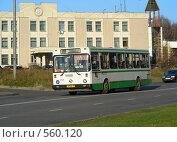 Купить «Рейсовый автобус № 257 едет по Курганской улице. Гольяново. Москва», эксклюзивное фото № 560120, снято 8 ноября 2008 г. (c) lana1501 / Фотобанк Лори