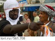 Купить «Два африканца торгуют на улице Туниса в городе Сус», фото № 561708, снято 19 мая 2008 г. (c) Aleksander Kaasik / Фотобанк Лори