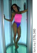 Купить «Красивая девушка в солярии», фото № 576340, снято 16 октября 2008 г. (c) Михаил Малышев / Фотобанк Лори