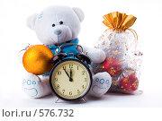 Купить «Белый новогодний мишка с будильником», фото № 576732, снято 24 января 2006 г. (c) Юлия Сайганова / Фотобанк Лори