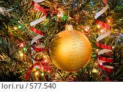 Купить «Новогодний золотой шар на елке», фото № 577540, снято 22 ноября 2008 г. (c) Архипова Мария / Фотобанк Лори