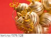 Купить «Золотые новогодние шары», фото № 579128, снято 17 декабря 2005 г. (c) Кравецкий Геннадий / Фотобанк Лори