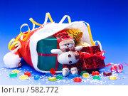 Купить «Красный колпак с новогодними подарками», эксклюзивное фото № 582772, снято 26 января 2006 г. (c) Сайганов Александр / Фотобанк Лори