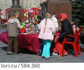 Купить «Москва. Парк Победы. Торговля игрушками и сувенирами.», эксклюзивное фото № 584360, снято 8 мая 2008 г. (c) lana1501 / Фотобанк Лори