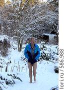Купить «Пробежка по снегу, закаливание», фото № 586988, снято 24 ноября 2008 г. (c) Татьяна Баранова / Фотобанк Лори