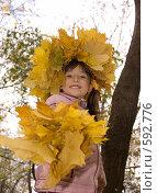 Купить «Девочка и осень», фото № 592776, снято 11 октября 2008 г. (c) Julia Nelson / Фотобанк Лори