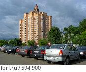 Купить «Пятнадцати-двадцатичетырёхэтажный кирпичный жилой дом, построен в 1998 году. Зеленодольская улица, 31 корпус 1. Район Кузьминки. Москва», эксклюзивное фото № 594900, снято 1 июня 2008 г. (c) lana1501 / Фотобанк Лори