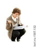 Купить «Молодая девушка, сидящая на корточках с документами (изолировано на белом фоне)», фото № 597132, снято 15 ноября 2008 г. (c) Дмитрий Яковлев / Фотобанк Лори