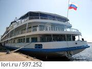 Купить «Теплоход на пристани», фото № 597252, снято 3 июня 2007 г. (c) Игорь Романов / Фотобанк Лори