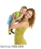Купить «Счастливая мама с маленьким ребенком на руках», фото № 606064, снято 30 ноября 2008 г. (c) Вадим Пономаренко / Фотобанк Лори