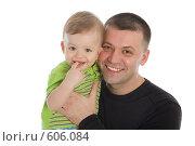 Купить «Счастливый папа с маленьким ребенком на руках», фото № 606084, снято 30 ноября 2008 г. (c) Вадим Пономаренко / Фотобанк Лори
