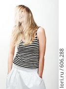 Длинноволосая блондинка танцует. Стоковое фото, фотограф pshek / Фотобанк Лори