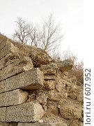 Фрагмент разрушенной стены монастыря. Стоковое фото, фотограф Иван Маршинин / Фотобанк Лори