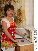 Купить «Девушка на кухне», эксклюзивное фото № 615564, снято 14 декабря 2008 г. (c) Мария Зубарева / Фотобанк Лори