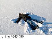 Купить «Ребёнок делает ангела на заснеженном льду», фото № 643480, снято 1 января 2009 г. (c) Медведева Мила / Фотобанк Лори